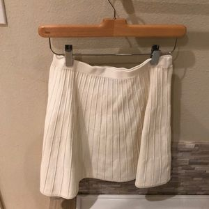 Medium size beige/white skirt